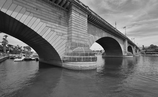 Защо и как един цял мост бе пренесен от Англия до САЩ