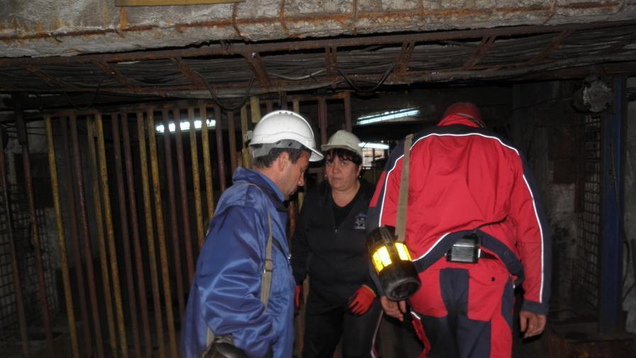 """През есента близо 140 миньори протестираха под земята на рудник """"Бабино"""". Техни колеги ги подкрепяха над земята и щурмуваха ръководството на мините."""
