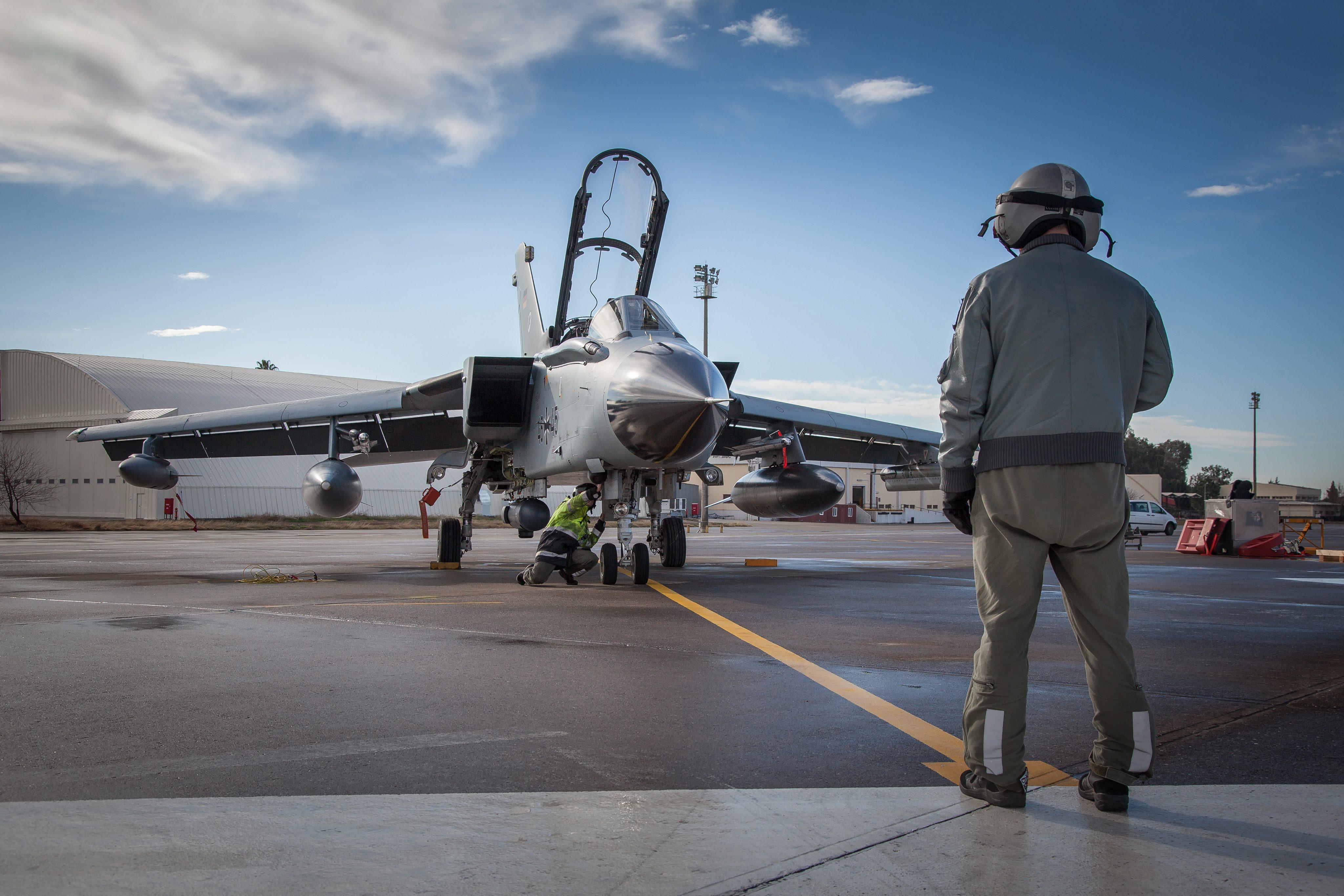 Германски самолет Tornado базиран в Инджирлик, Турция