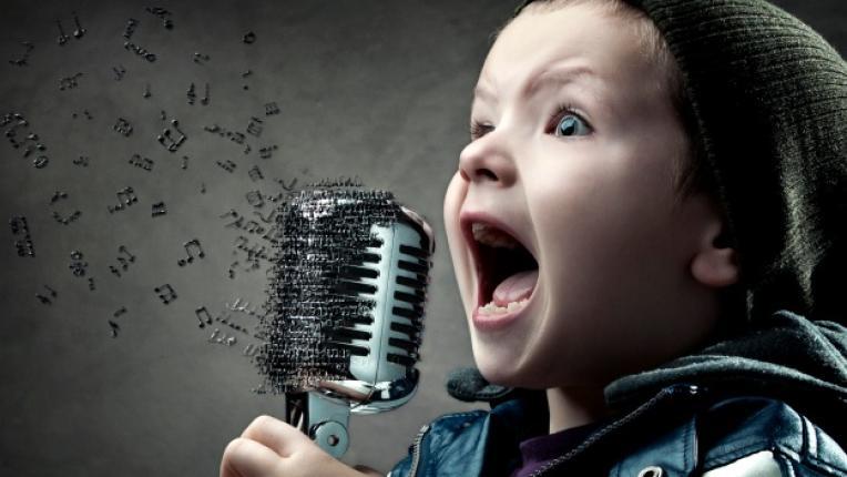 деца музика пеене когнитивни способности умения свирене на инструмент