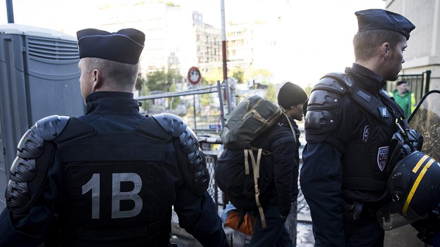 """Полицията разчиства """"джунглата"""" в Париж"""