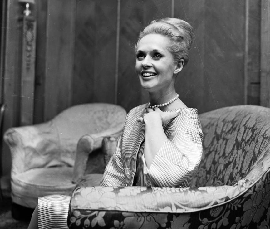 - Актрисата от САЩ Типи Хедрън описва случаи, при които е била жертва на сексуален тормоз от страна на прочутия британски режисьор Алфред Хичкок, в...
