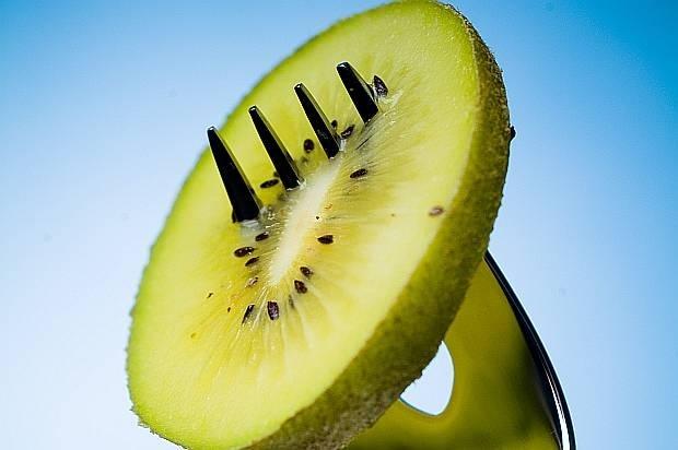 Киви<br /> Част от плодовете, с богато съдържание на витамин С. Като цялото цитрусите и плодовете с много витамин С ограничават хистамините.