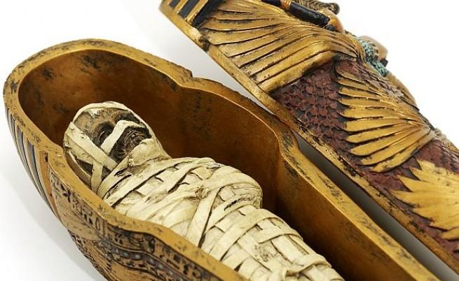 Сезонни партита по развиване на мумии - хит сред викторианците през XIX в.