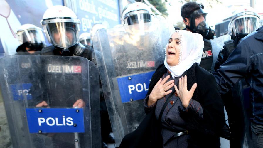 Взривиха автобус в Турция