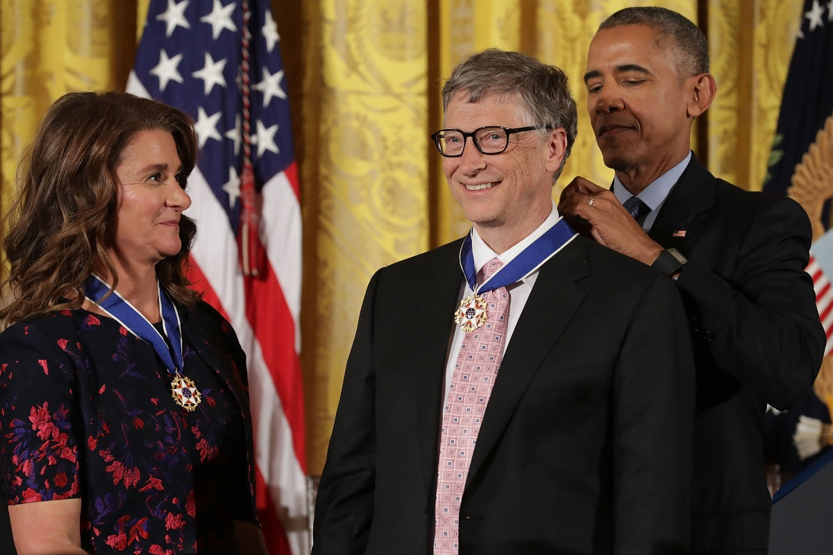 Барак Обама връчи Медал на свободата на Бил Гейтс и съпругата му Мелинда
