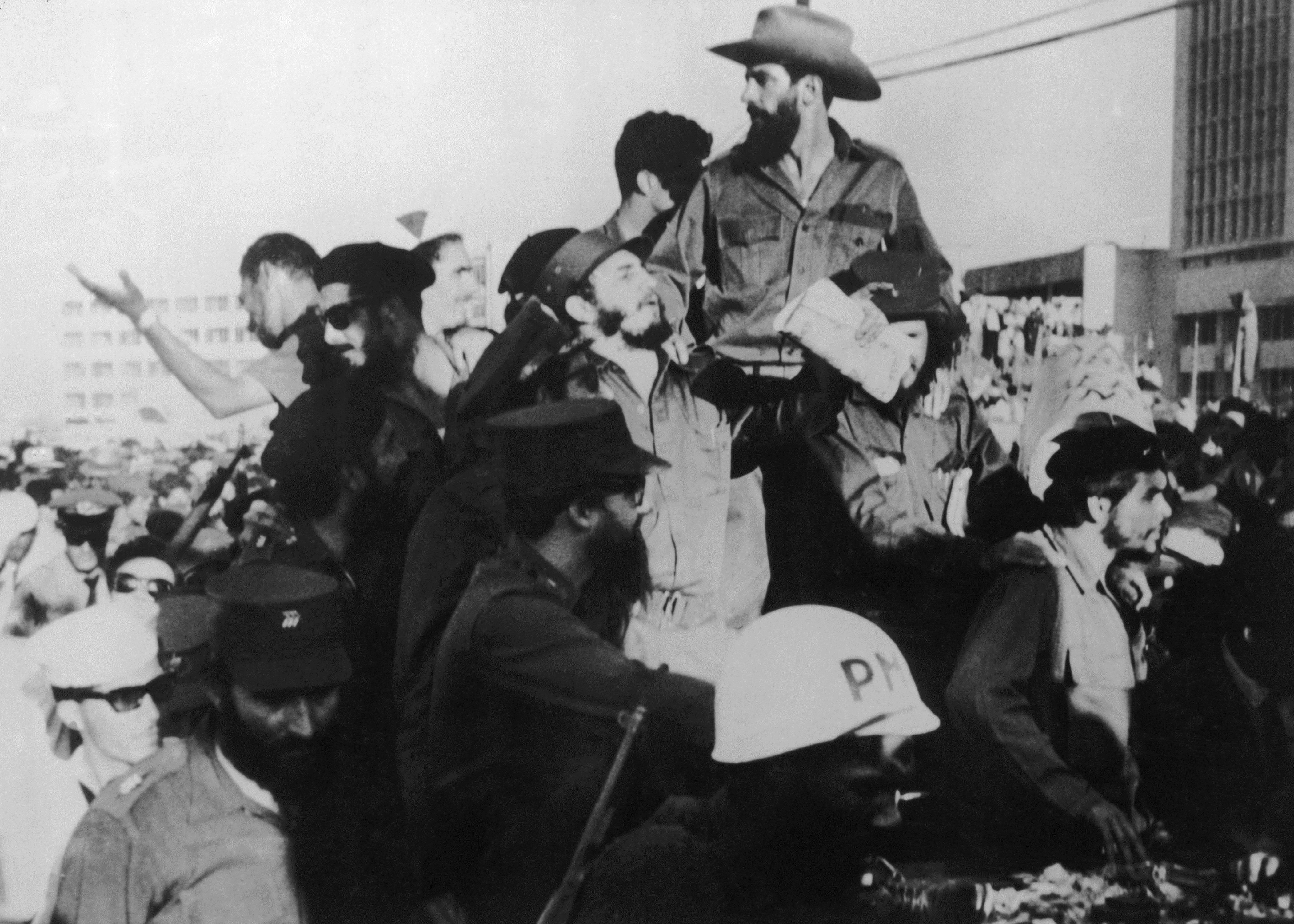 1 декември 1959 г. - Фидел Кастро пристига в Хавана заедно с Че Гевара.