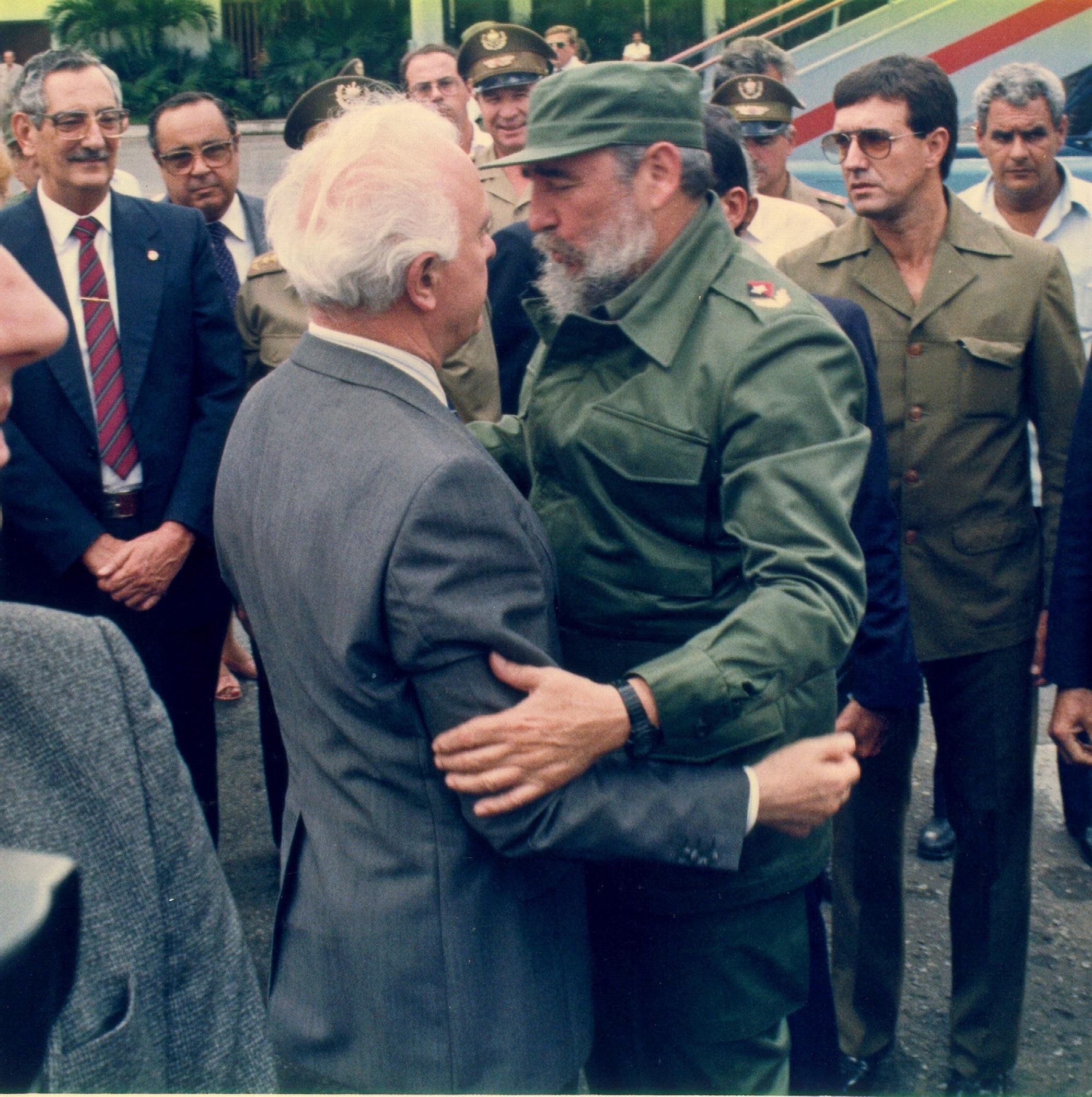 5 октомври 1989 г. - Фидел Кастро изпраща външния министър на СССР Едуард Шевернадзе на международното летище в Хавана.