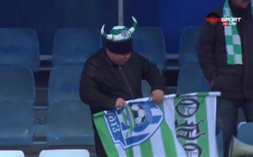 Колоритни фенове подкрепят Черно море в студа