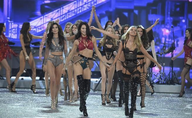 Най-горещите жени на едно място - Victoria's Secret 2016