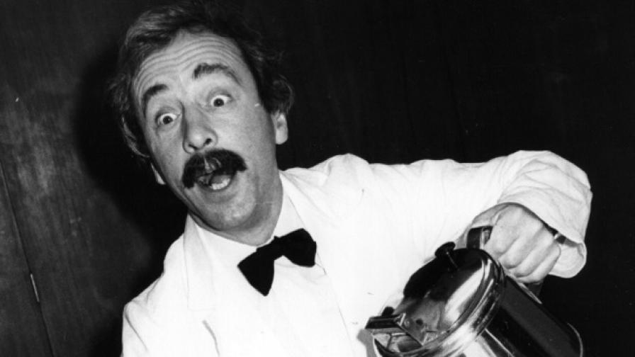 """Звездата от """"Фолти Тауърс"""" Андрю Сакс почина на 86-годишна възраст"""