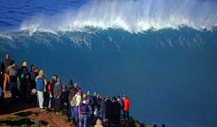 Вълните продължават да прииждат към Северния бряг