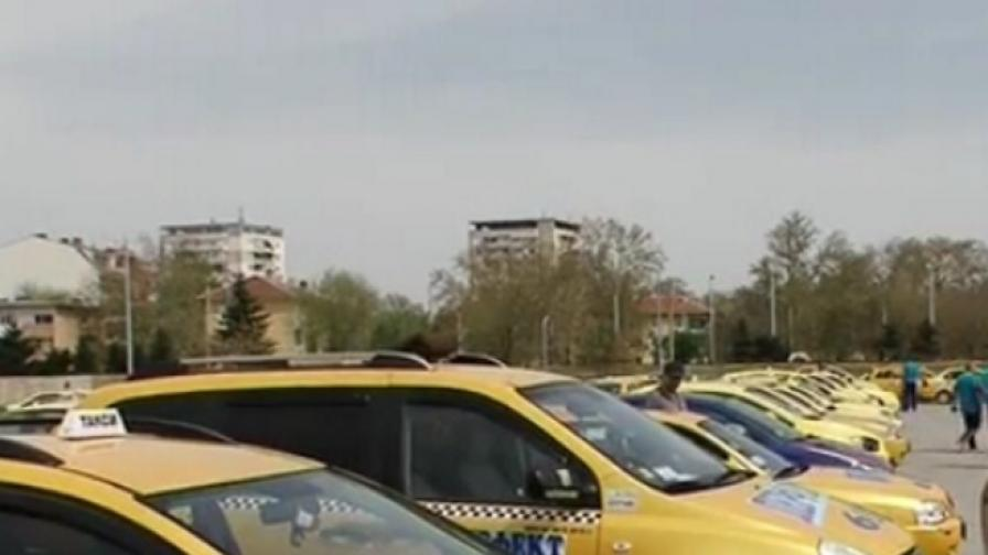Шофьори на таксита в Пловдив: Минаваме в сивия сектор