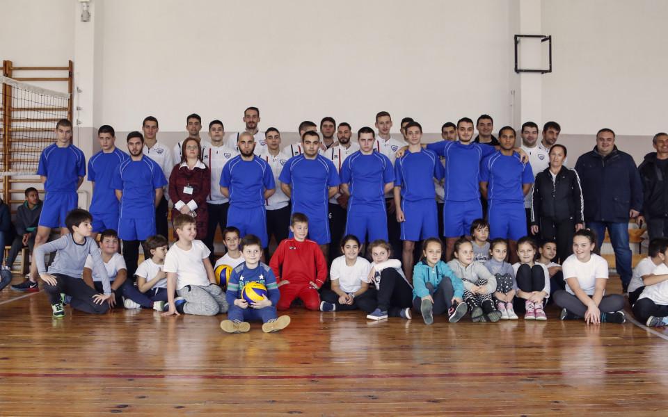 ВК Левски София с коледен подарък за 68-СОУ