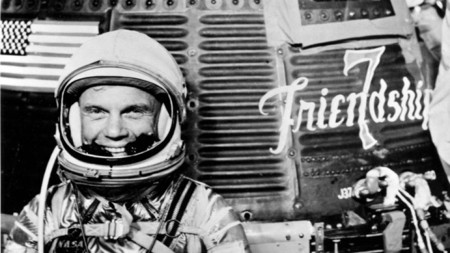 Почина първият американски астронавт, обиколил Земята