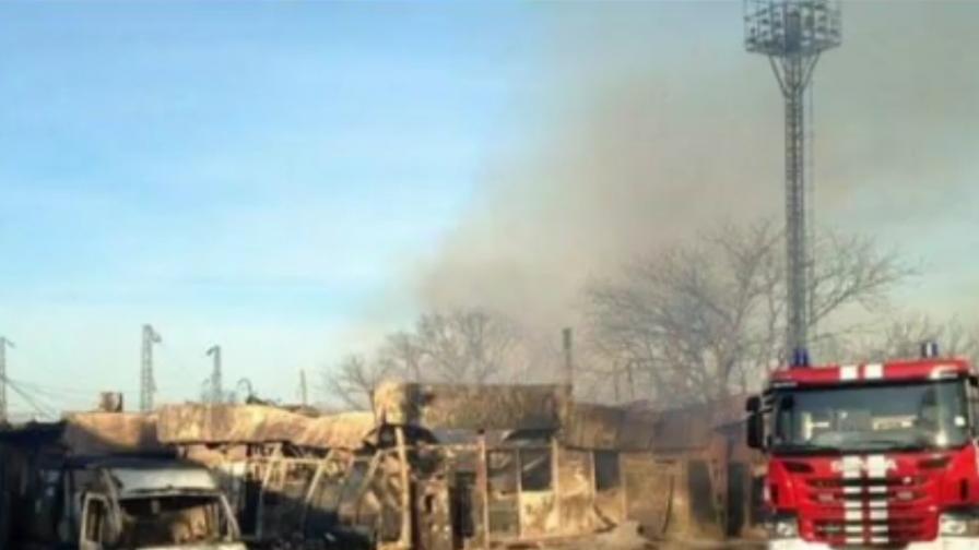 Пълна евакуация в Хитрино, изтеглят полиция и пожарна