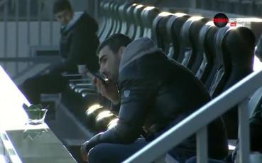 Владо Стоянов гледа Лудогорец от трибуните и говори по телефона