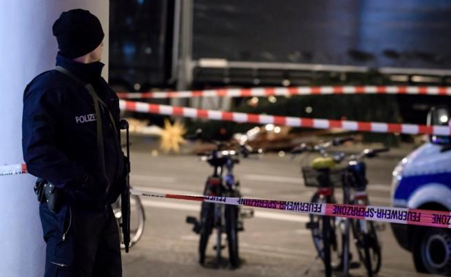 Камионът убиец от Берлин се врязъл в тълпата целенасочено