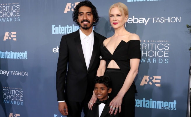 """Никол Кидман и момчетата, изиграли осиновения ѝ син във филма Lion (""""Лъв"""")"""