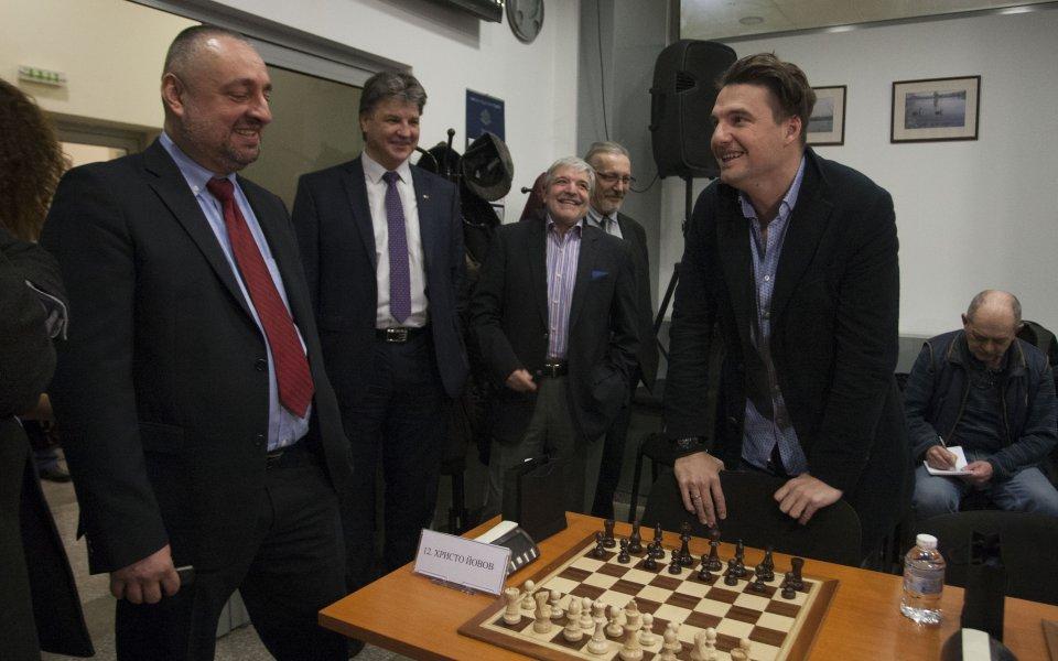 Кобрата и Бижутера не се дадоха на шах срещу Топалов