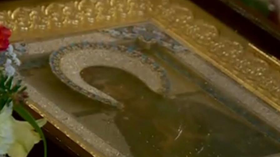 Чудотворната икона в Руската църква в София