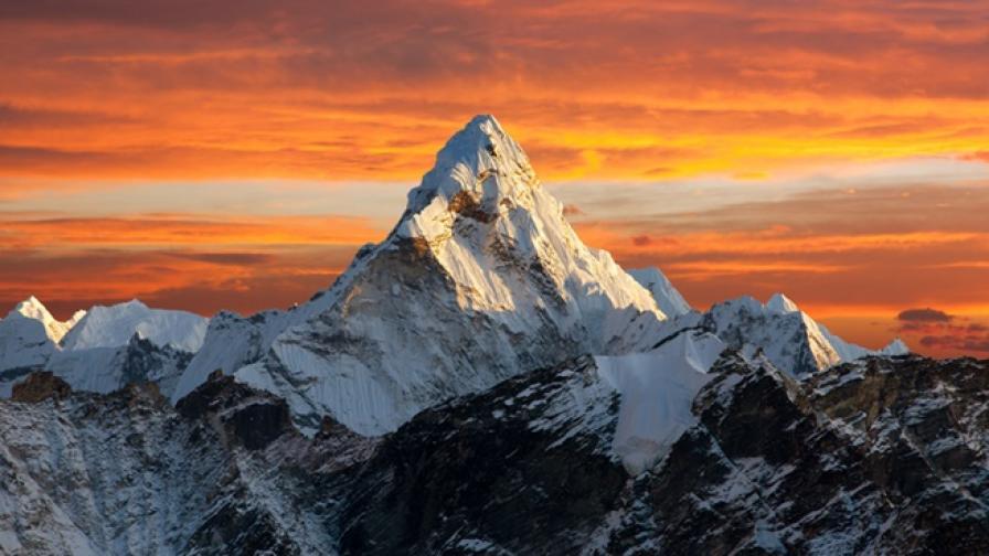 На кого е кръстен най-високият връх на Земята