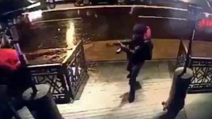 """Охранителна камера е уловила влизането на атентатора в """"Рейна"""""""