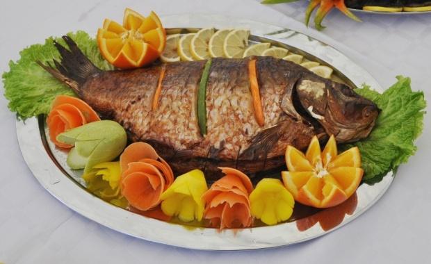 Риба тон, сьомга, скумрия и всичко, което съдържа Омега-3.<br /> Проучване в Япония установи, че жените, които ядат повече риба имат по-слаби прояви на сенна хрема, известна като алергичен ринит.