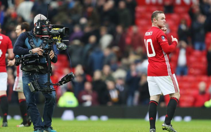 Юнайтед съвсем окапа в атака за Челси, Рууни се потроши