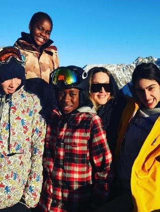 Мадона с децата си