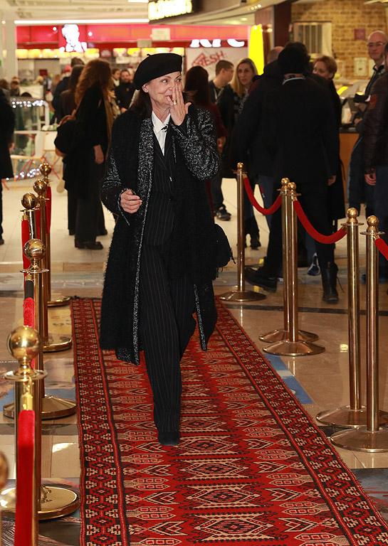 """Филмът """"Воевода"""" е екранизация по исторически разказ на Николай Хайтов. Румена е майка, която изоставя детето и дома си, защото предвожда чета в завладяната от Османската империя България. От зародиша на идеята за филм до днешната галапремиера на филма режисьорката Зорница София, работи повече от 7 години."""