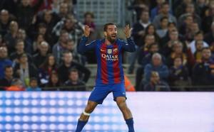 Барселона включва Арда Туран в офертата за Месут Йозил