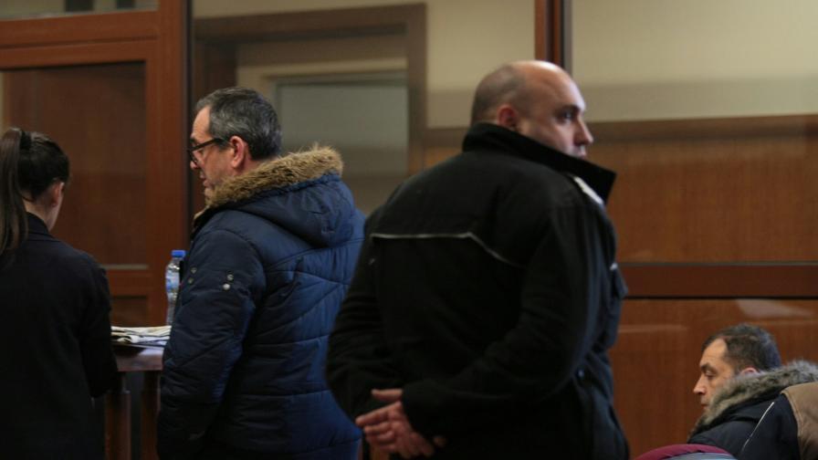 Съдът остави митничарите от Варна зад решетките