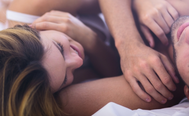 Сгъвка на лакътя<br /> Още една високо чувствителна зона, по която си струва да прокарате изкусително пръст още докато сте на вечеря, за да подготвите партньора за часовете пред вас.