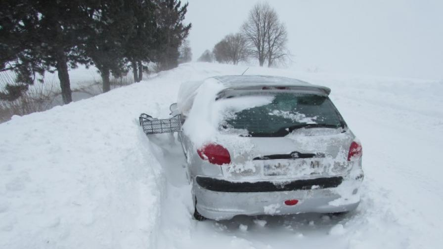 Нови пътни блокади заради снега, в Хасковско той е вече метър