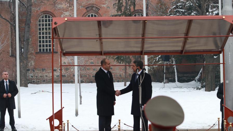 Румен Радев встъпи в длъжност, какво си казаха с Плевнелиев