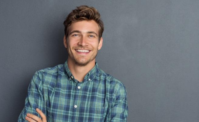 Смятатат, че хората с широки усмивки са по-некомпетентни