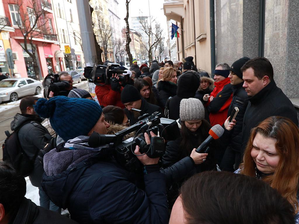 Вторият протест в рамките на месец и половина на най-натоварения съд - Софийския районен съд, събра 30-40 магистрати и от градския съд, както и граждани пред сградата на Висшия съдебен съвет.