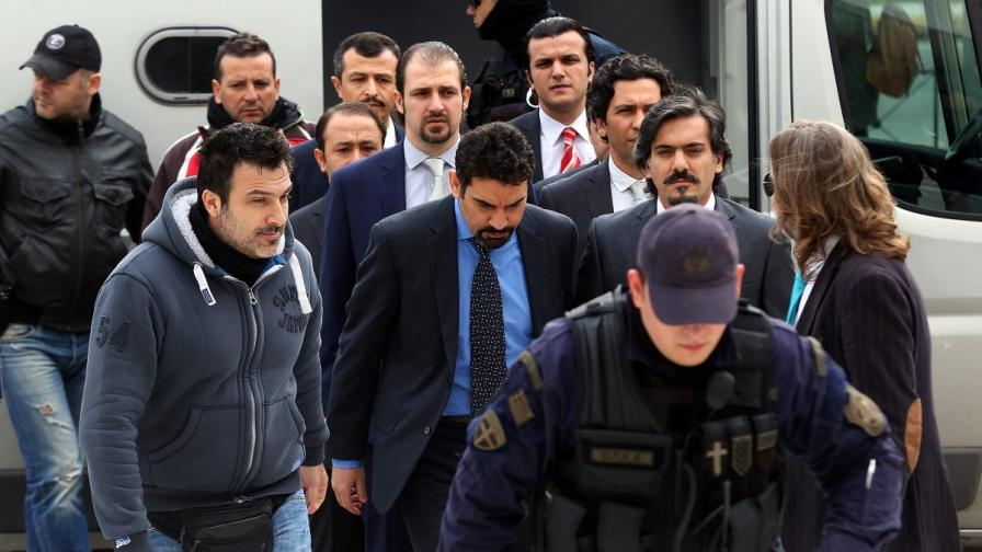 Гърция няма да върне избягалите военни на Турция