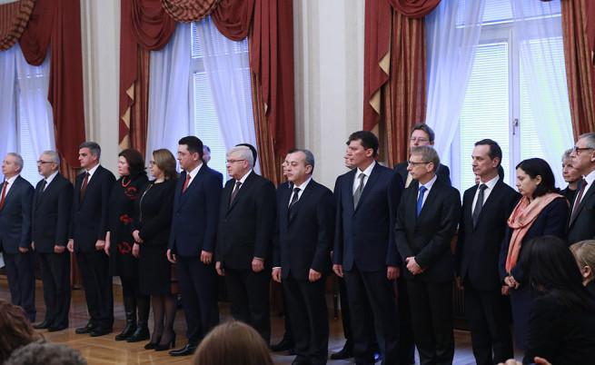 Служебното правителство при встъпването в длъжност на 27 март