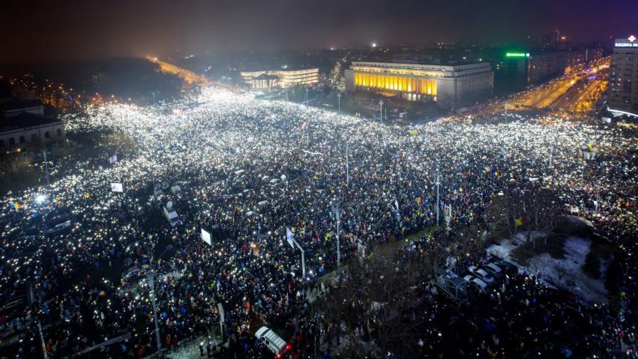Румънците с най-масовия протест от 28 г.: Българи, благодарим