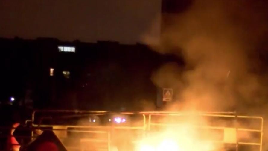 Пламъци в Париж, след като полицаи изнасилиха чернокож