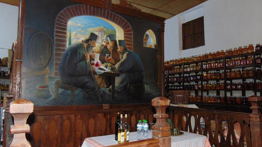 Тонове нелегална ракия в Бачковския и Троянския манастири