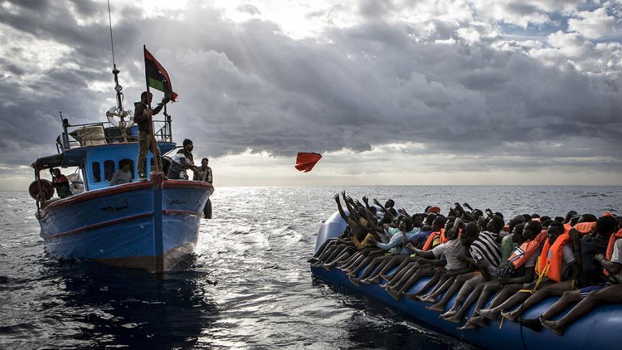 Брюксел свиква спешна среща на върха заради миграцията