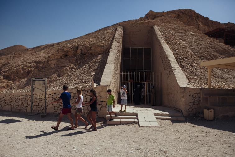 На 4 ноември 1922 г. британският археолог Хауърд Картър открива гробницата на фараона Тутанкамон в Долината на царете в Египет.
