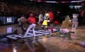 Стриптийз от... талисманите в НБА