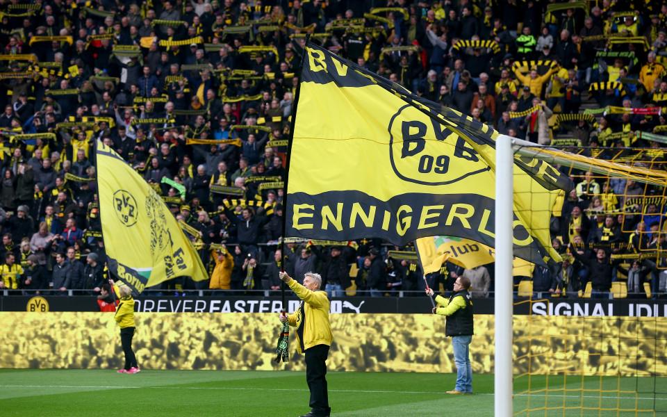 Феновете освиркаха играчите на Дортмунд по време на Общото събрание