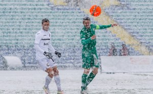 Защо Славия нямаше цветни топки за снега?