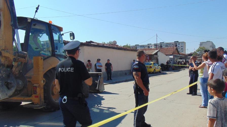 """Багери влизат в """"Столипиново"""", ромите на бунт"""