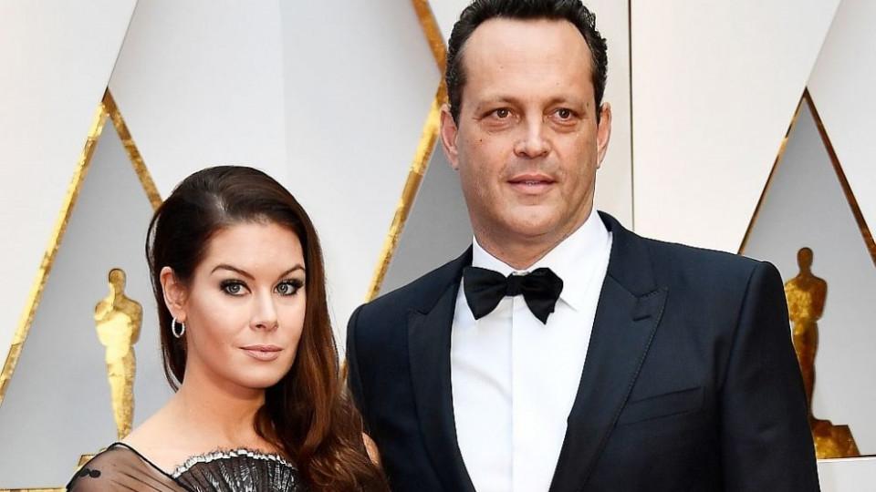 Българска рокля на червения килим на Оскарите: съпругата на Винс Вон я облече